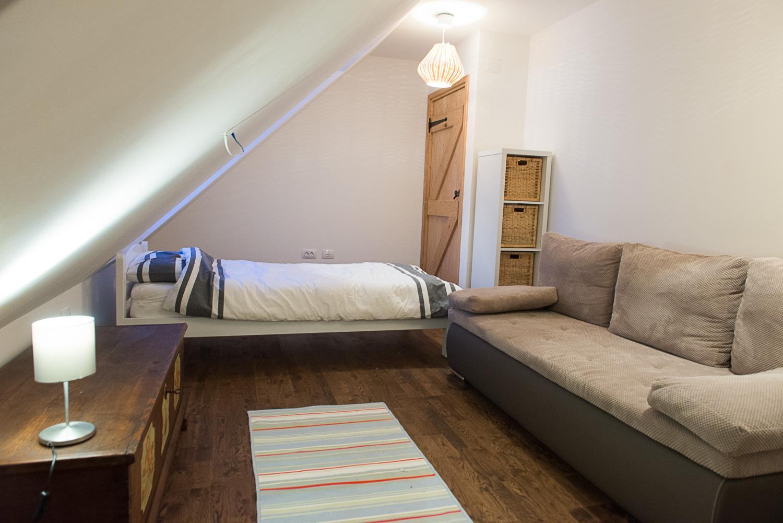 Twin room towards door